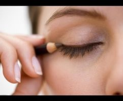 how to apply eyeliner by yourself